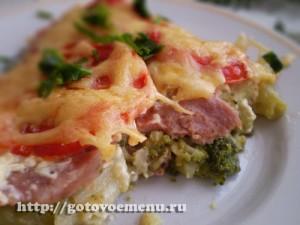 брокколи запеченная с сыром ветчиной и помидорами