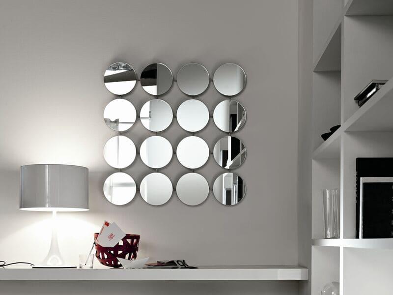 украсить стены зеркалами