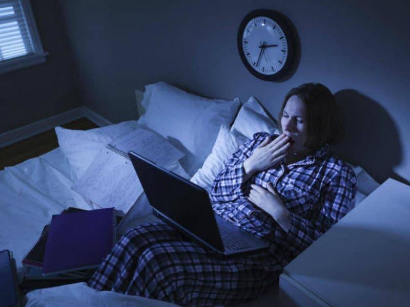 лечь спать раньше